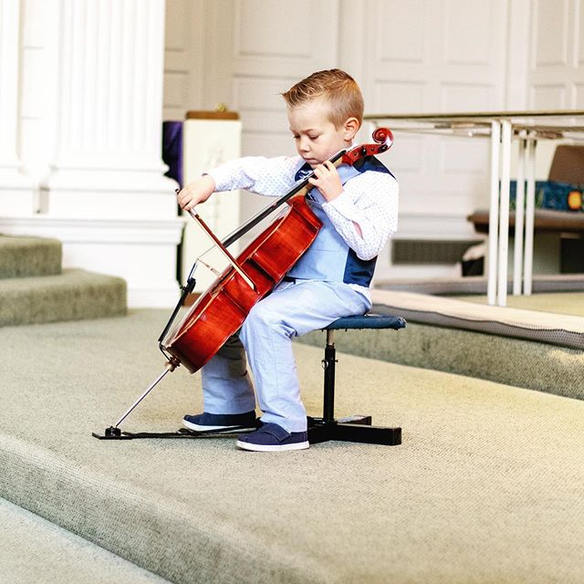 Is your child thinking about starting cello in the fall at school? Have you been thinking about signing them up for private lessons but want to make sure it's the right fit? Sign up now for our free intro to suzuki cello class to get a look into what lessons would be like!! The class is Monday, June 17th from 6-7:15 at Ridgefield Academy!! Click the link in our bio to head to our website to sign up now!! #ridgefieldct #ridgefieldmoms #suzukimethod #cello #music #freeclass #southsalem #danbury