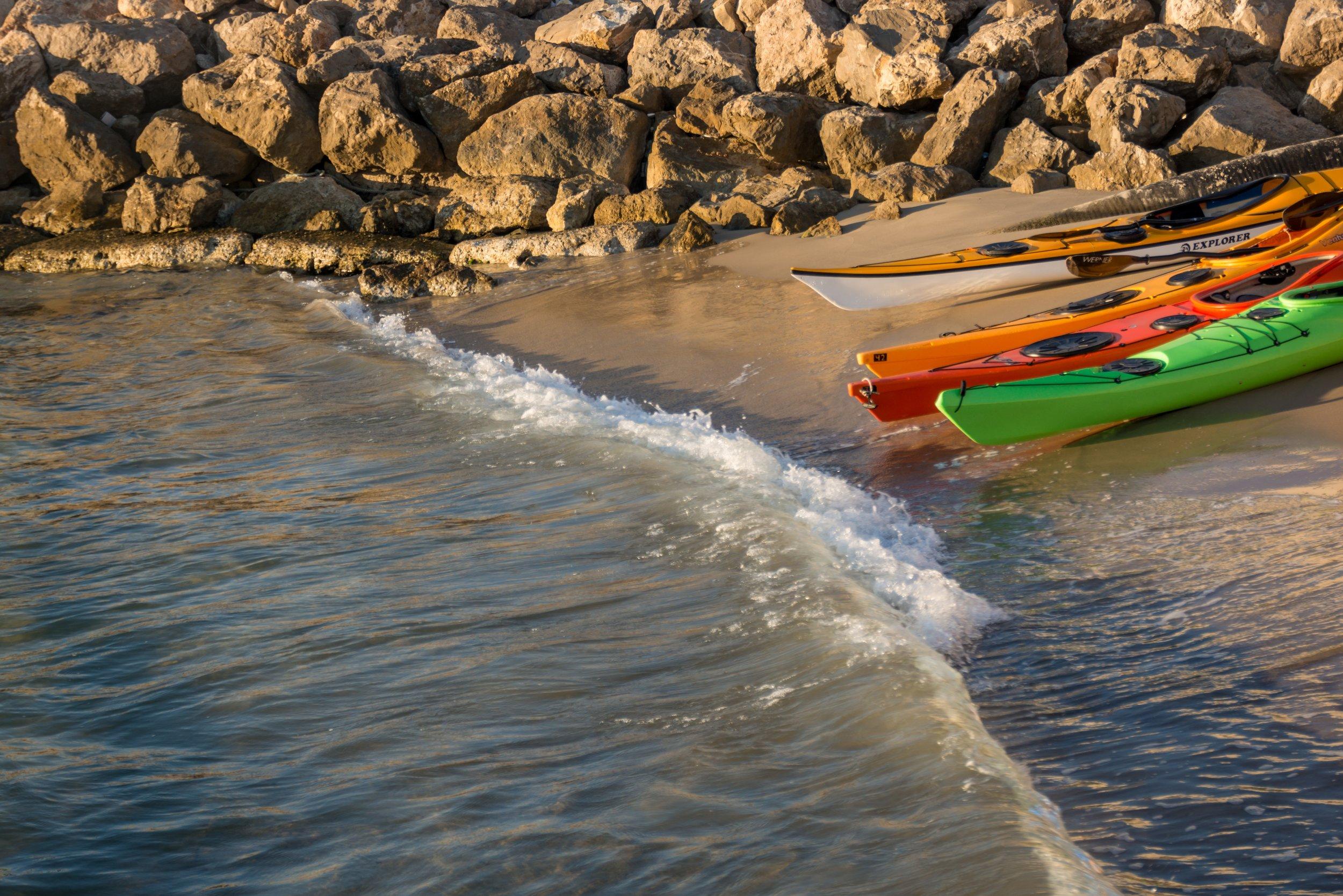 kayaks-1107864.jpg