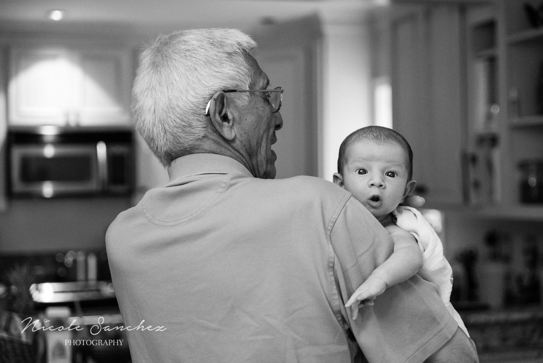 Documenting-Newborn-With-Family-Northern-Virginia-Family-Photographer-2.jpg
