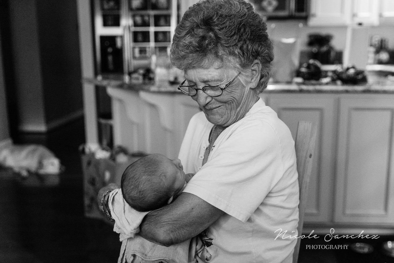 Documenting-Newborn-With-Family-Northern-Virginia-Family-Photographer-3.jpg