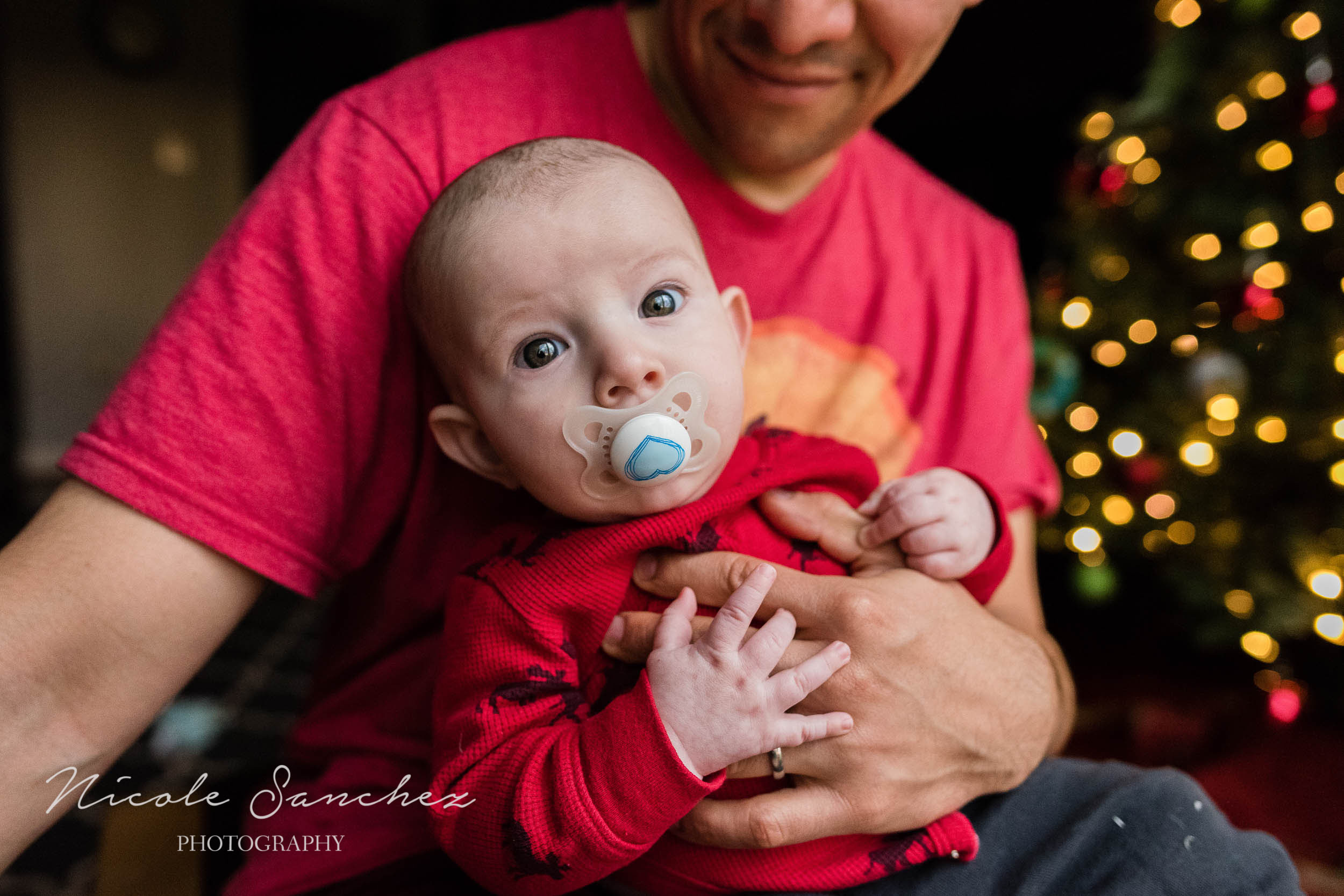 photographing-holiday-traditions-nicole-sanchez-northern-virginia-family-photographer-1.jpg
