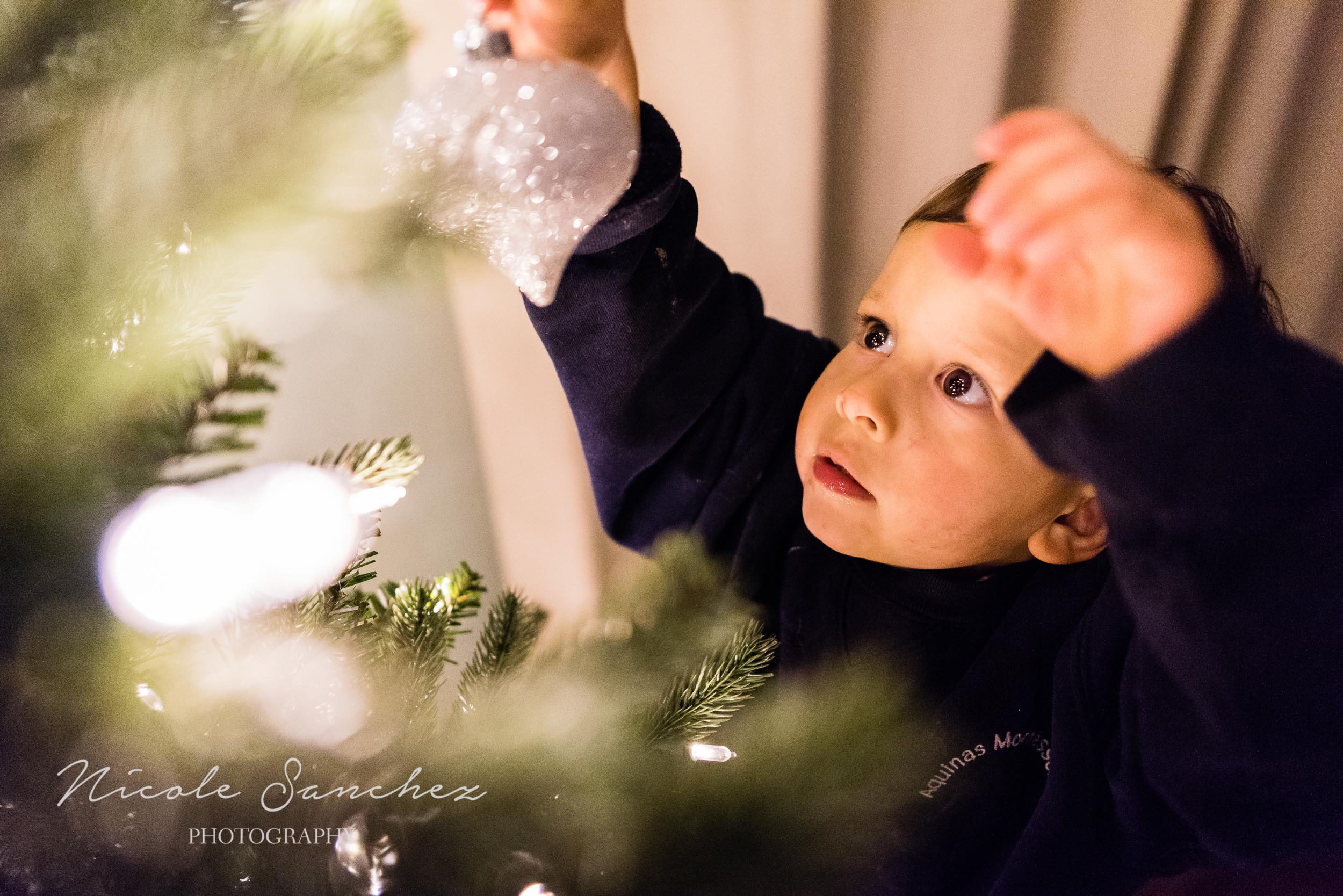 photographing-holiday-traditions-nicole-sanchez-northern-virginia-family-photographer-1-2.jpg