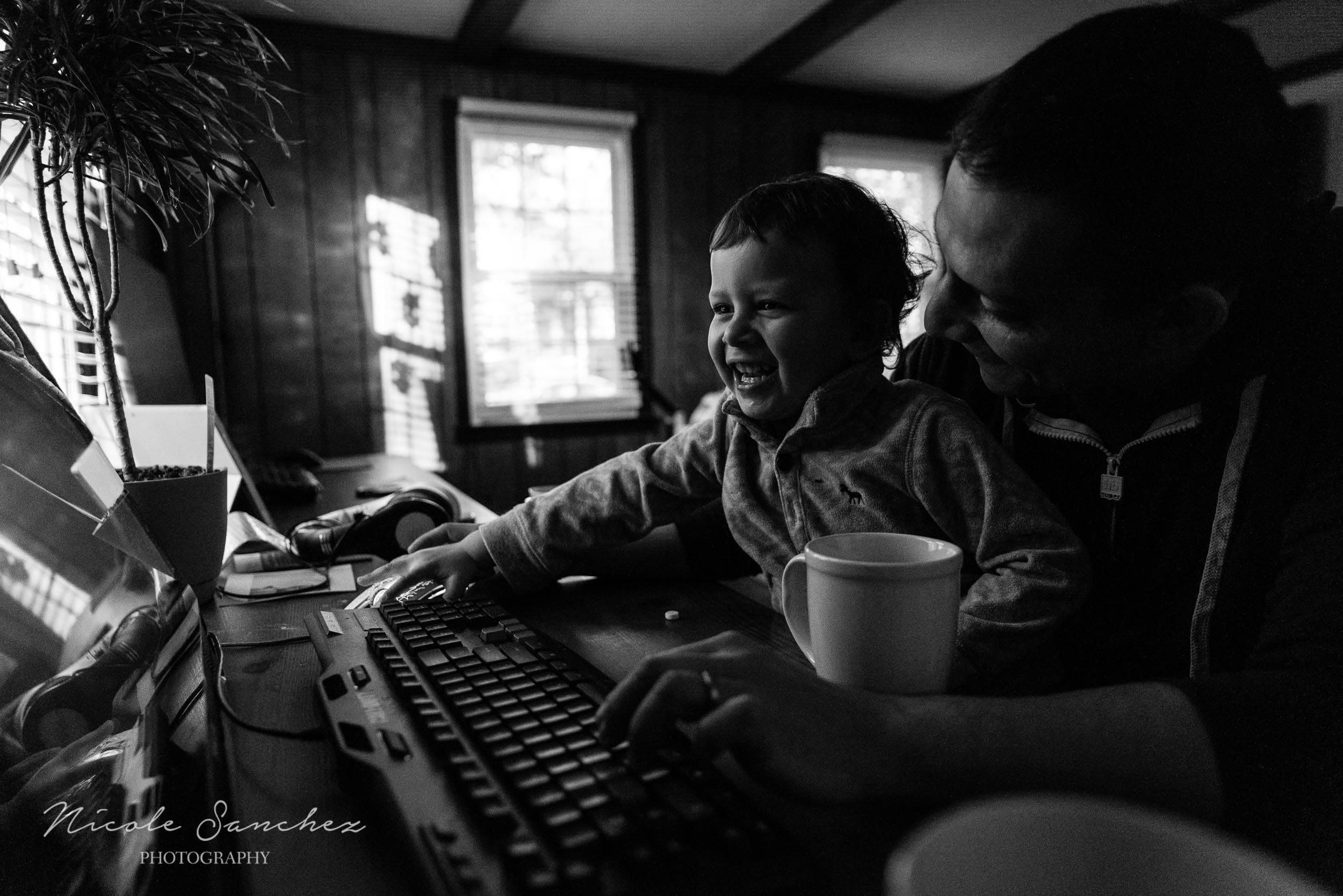 Boy playing on computer with dad in Northern Virginia by Family Photographer Nicole Sanchez