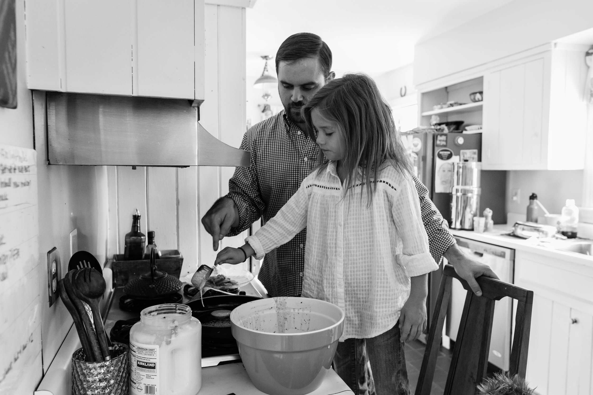Father and daughter making pancakes by Northern Virginia Family Photographer Nicole Sanchez