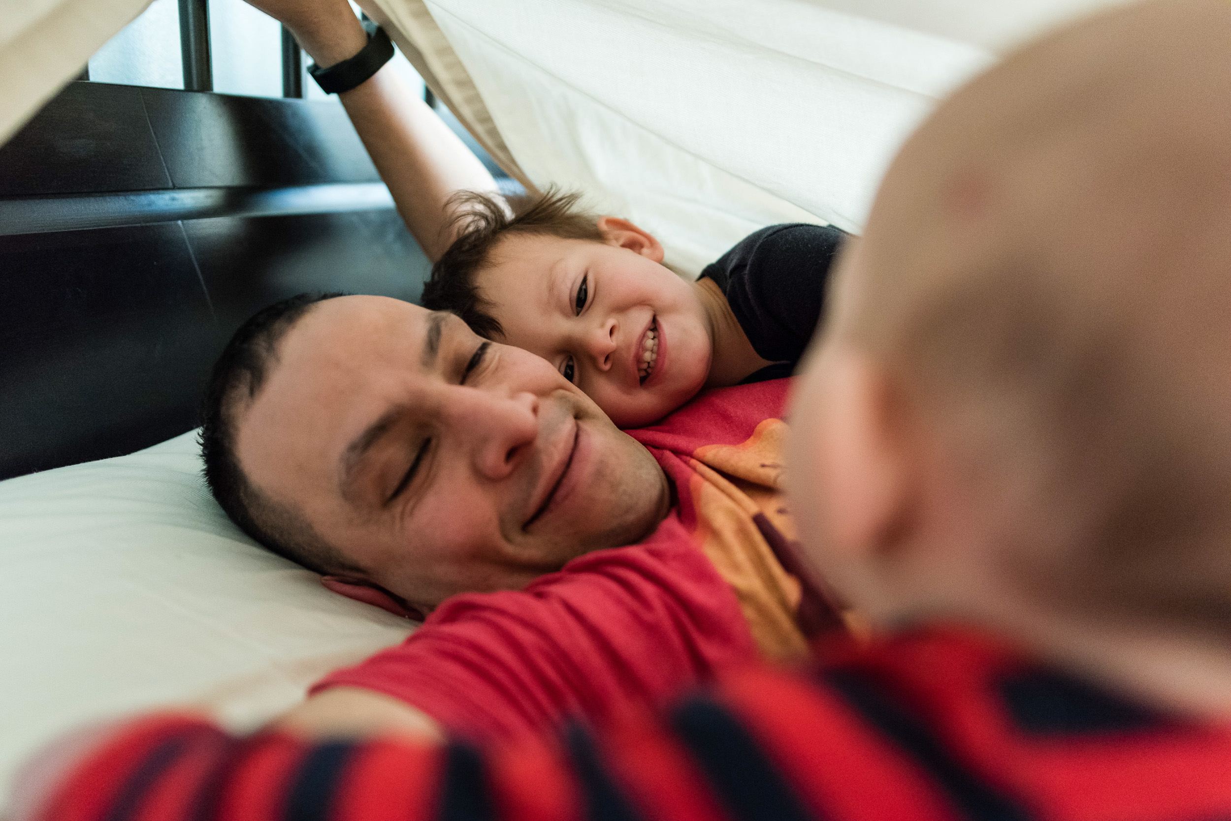 father-and-sons-playing-under-sheet-by-Northern-Virginia-Family-Photographer-Nicole-Sanchez.jpg