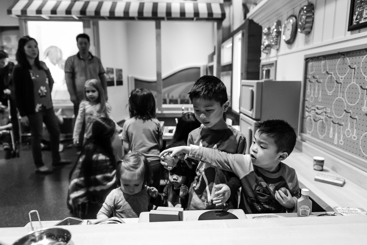 Kids playing in museum in Washington, D.C. by Family Photographer Nicole Sanchez