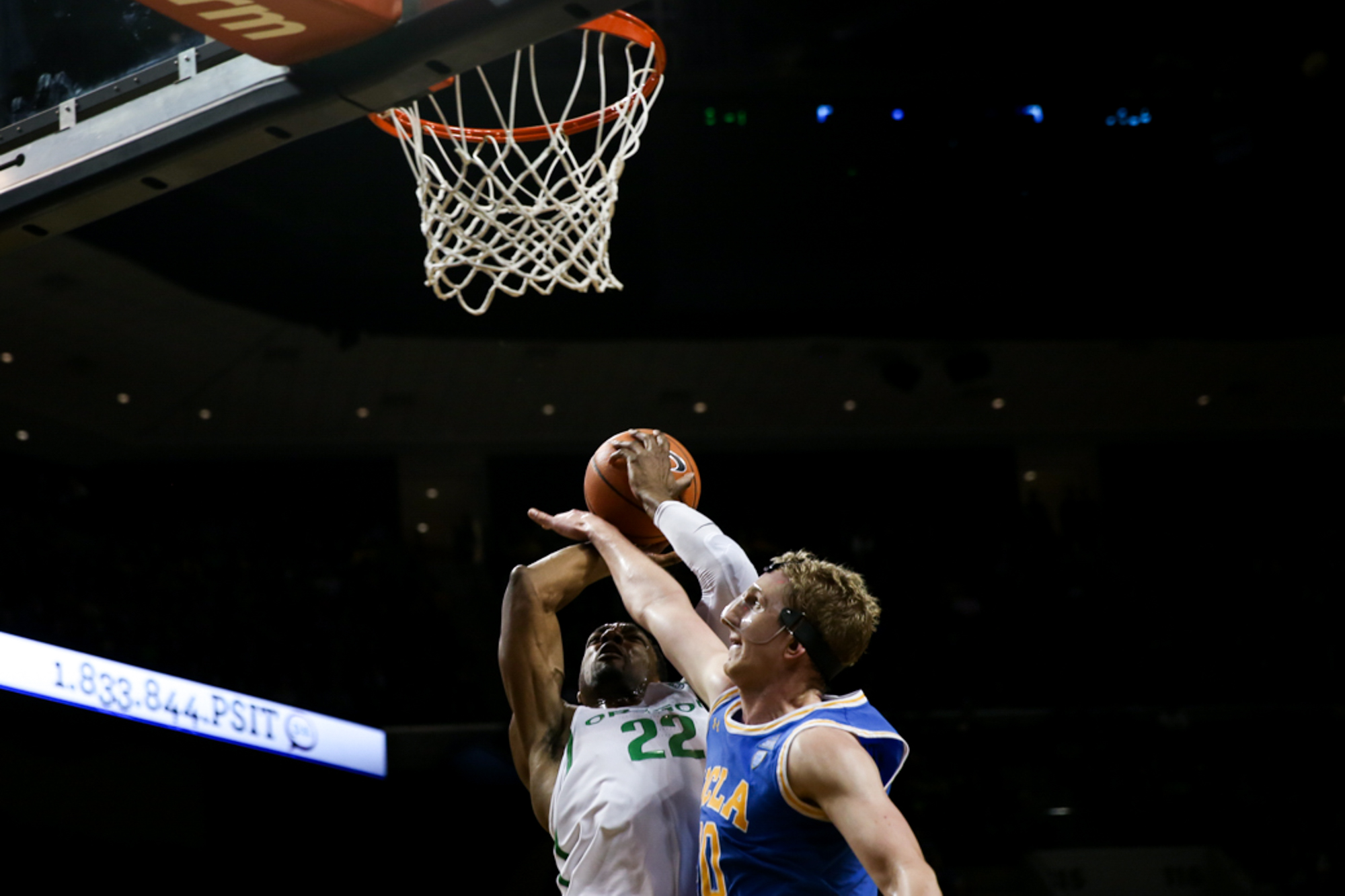 Forward Mikyle Mcintosh goes in for a shot. Oregon basketball plays the UCLA Bruins at Matthew Knight Arena in Eugene, Ore. on Jan. 20, 2018. (Natalie Waitt-Gibson/Emerald)
