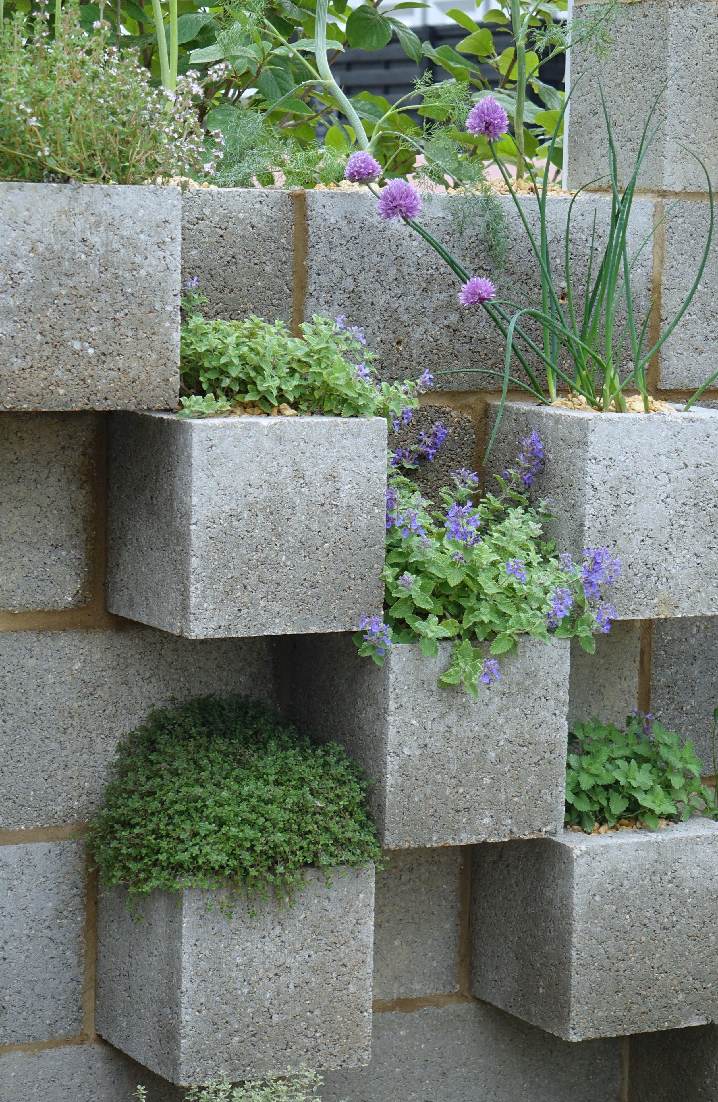 Breeze block wall.jpg