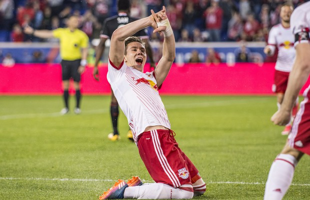 Alex-Muyl-Goal-Celebration-Knee-Slide-Hand-Move-DC-United-1-620x400.jpg