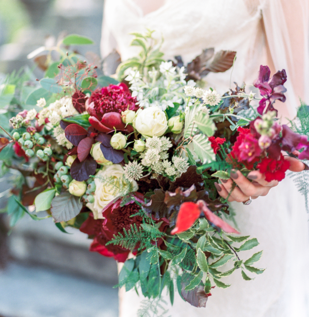 red white greenery bouquet banks & leaf