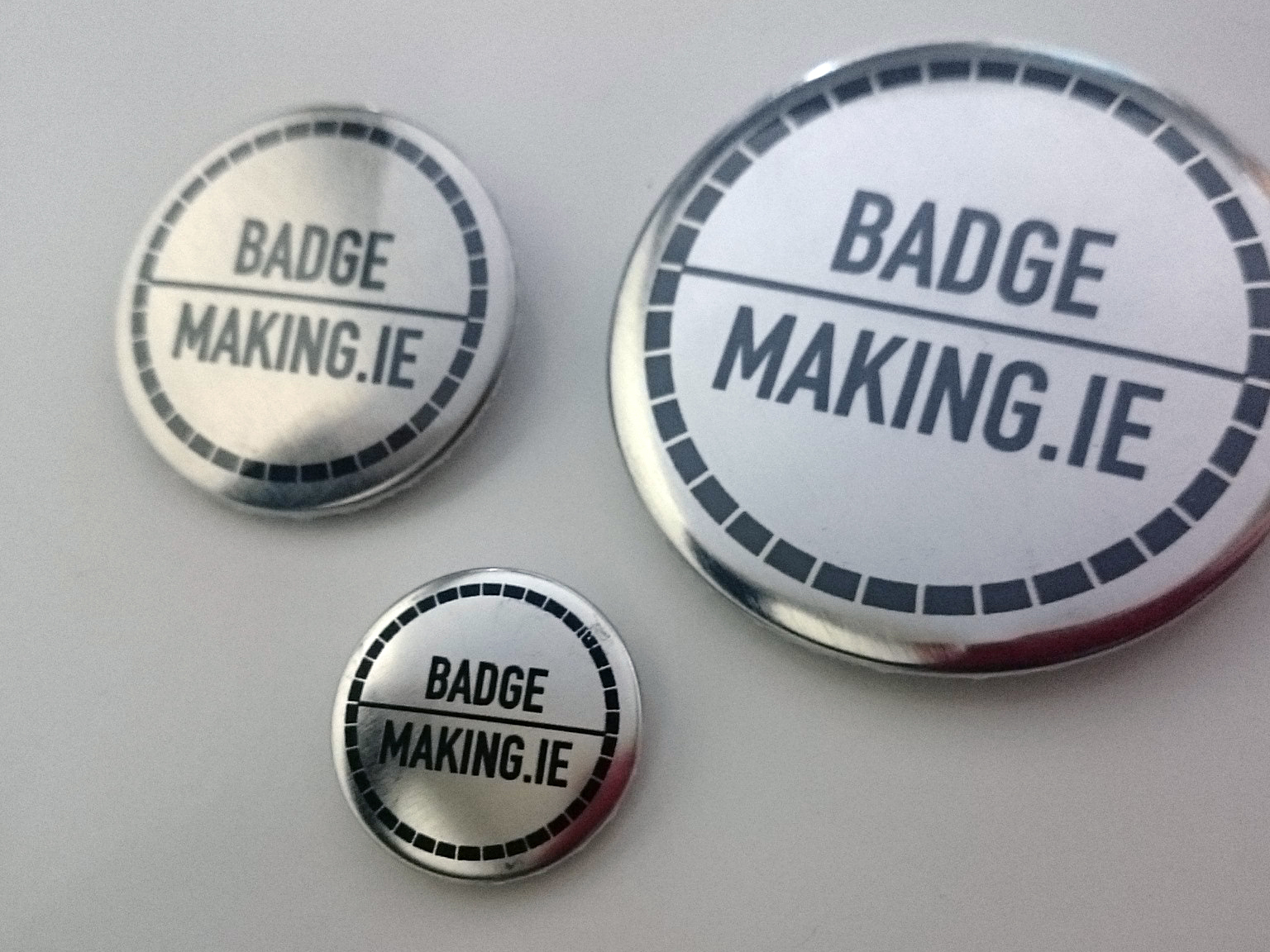 Printed badges with metallic finish