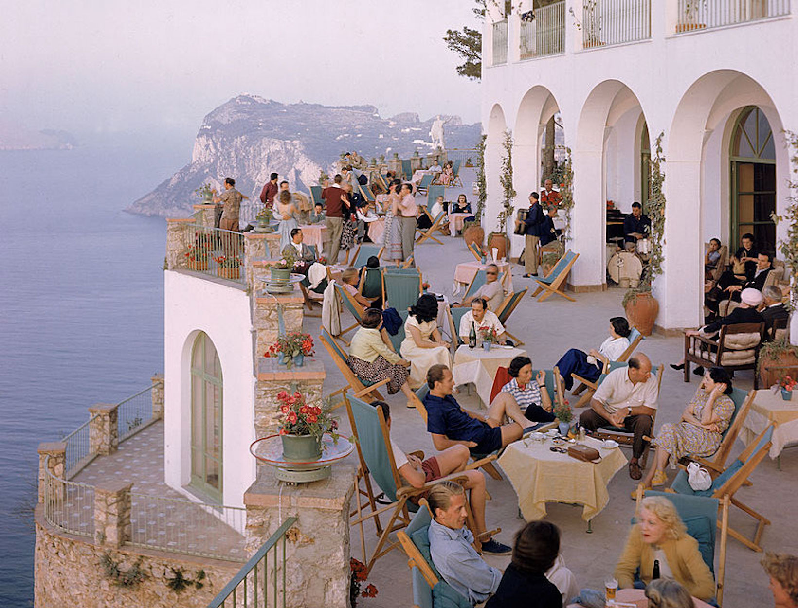 Style-Agenda-How-to-Vacation-Like-an-Italian-Prada-GettyImages-50684919.jpg