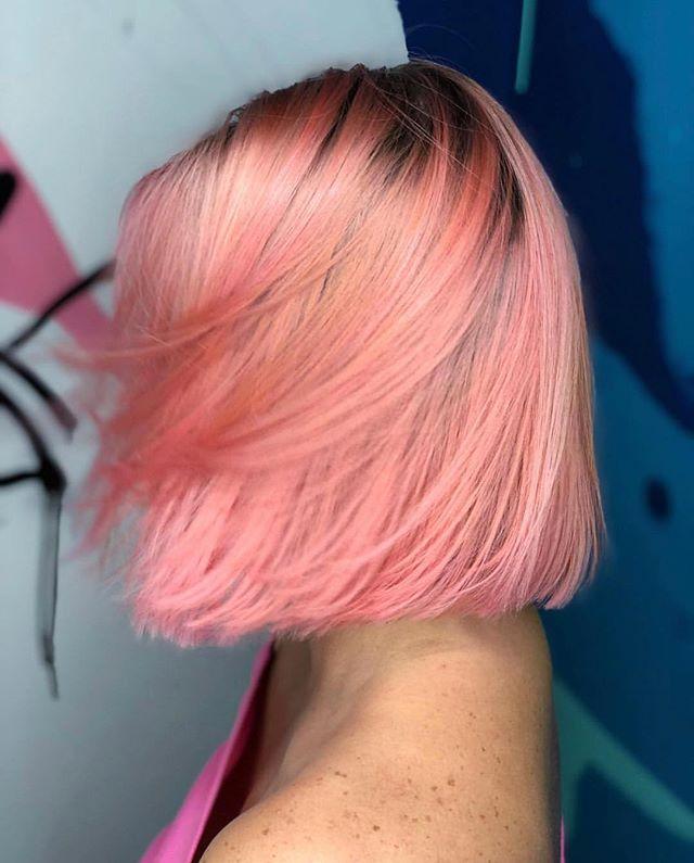S🍑less, right?! #speechless ⠀ Hair color: @dafne_evangelista  @lanzahaircare  @lanzabrasil  @olaplex  _________________ ⠀ Dafne Evangelista Beauty Lounge 3401 N Miami Ave #215 FL 33127 _________________ #dafnebeautylounge  #dafneevangelista  #peachhair  #pantone