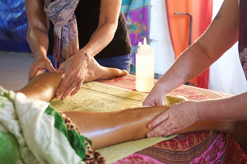 Krishna-Village---Massage-Course-2-Hands-Massage.jpg