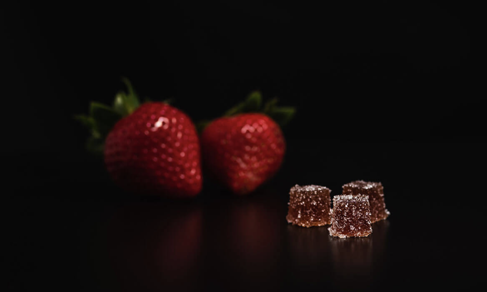 3Leaf Strawberry Fruit Jellies - ALL-NATURAL MICRO-DOSED FRUIT JELLIESAll-natural strawberry fruit purée with no artificial flavors or colors make for a delicious edible that you can feel great about enjoying. With 2.5 mg of pure, locally-sourced THC distillate, control your cannabis experience with our micro-dosed Strawberry Fruit Jellies.2.5 mg/piece4 pieces/bag