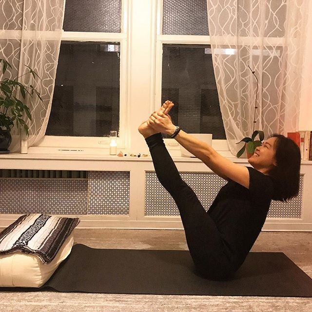 Finding space between practice & patience. Never thought I could ever smile in #navasana 😅