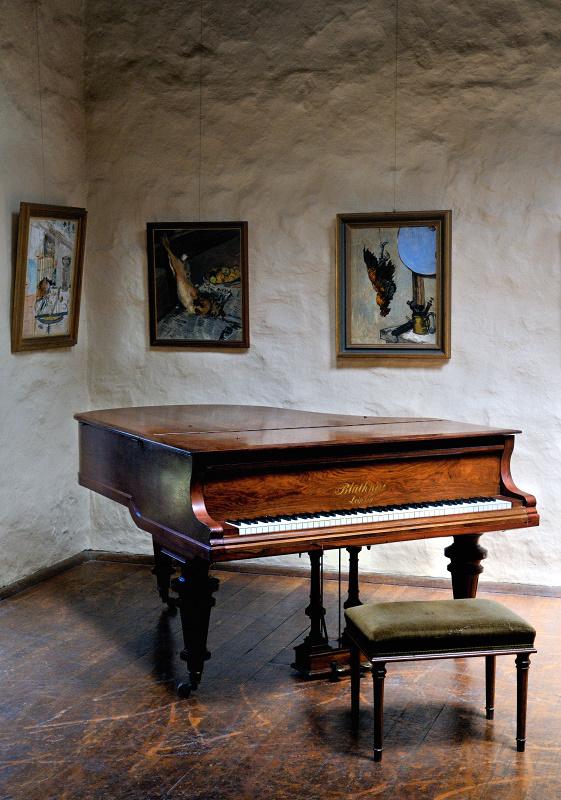 Grand piano 120x120.jpg