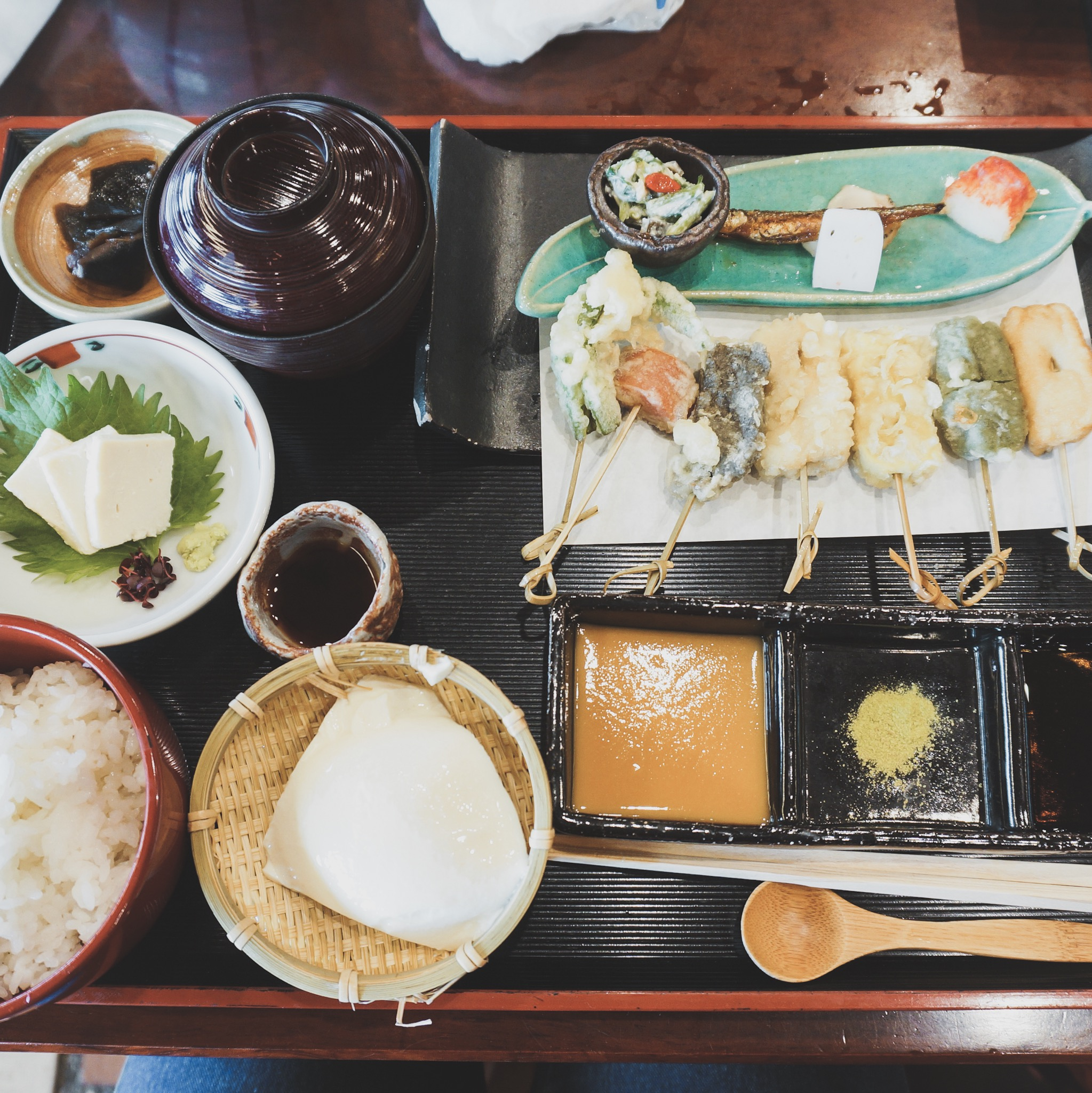 Junsei Okabeya (B6) - One of the foods Kyoto is known for is tofu, and there are a number of restaurants specializing in full meals built around it. Junsei Okabeya, tucked into a quiet nook on a busy street, is one of them.