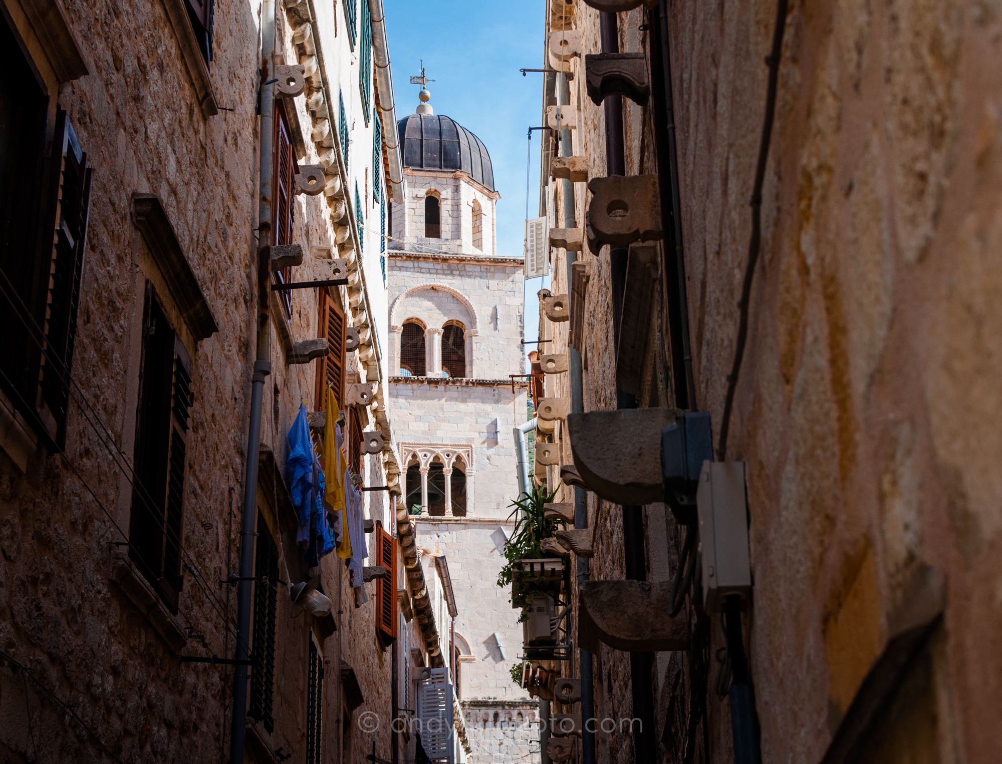A King's Landing Moment in the narrow streets of Dubrovnik Grad