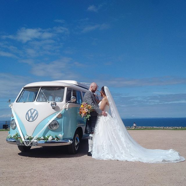 Big blue skies and sea views are what summer weddings are all about, especially at the fabulous @kinkell_byre 😍🥂🍾☀️ . . . #scottishwedding #scottishweddings #scottishsummer #scottishsunshine #summerweddinginspo #summerweddingscotland #scottishbrides #scottishweddingvenue #barnwedding #outdoorweddings #weddingscotland #scotlandwedding #scotlandweddings #vintagewedding #festivalwedding #weddinginspiration2019 #2019wedding #kinkellbyre #viewfromtheslowlane #somethingblue #somethingold #makeanentrance #vwwedding #campervanwedding #vwcamper #bohoweddingideas #diyweddingideas #scottishweddingsupplier #weddingtransport #weddingcars