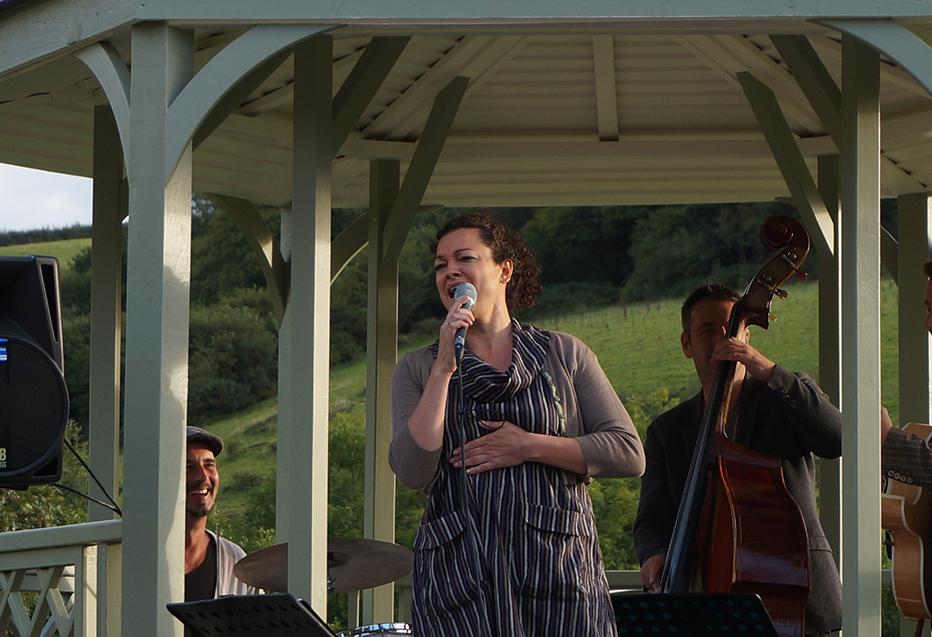Outdoor jazz music performance Johanna Graham quartet at Pengenna Manor event venue in Cornwall.jpg