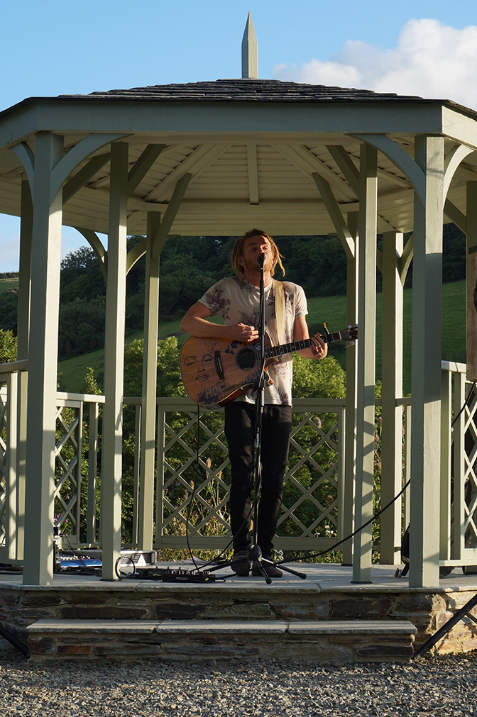 Outdoor music performance Nick Mears singer at Pengenna Manor event venue in Cornwall.jpg