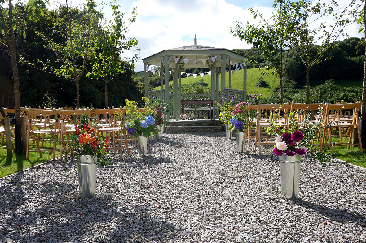 Pengenna Manor outdoor wedding ceremony.jpg