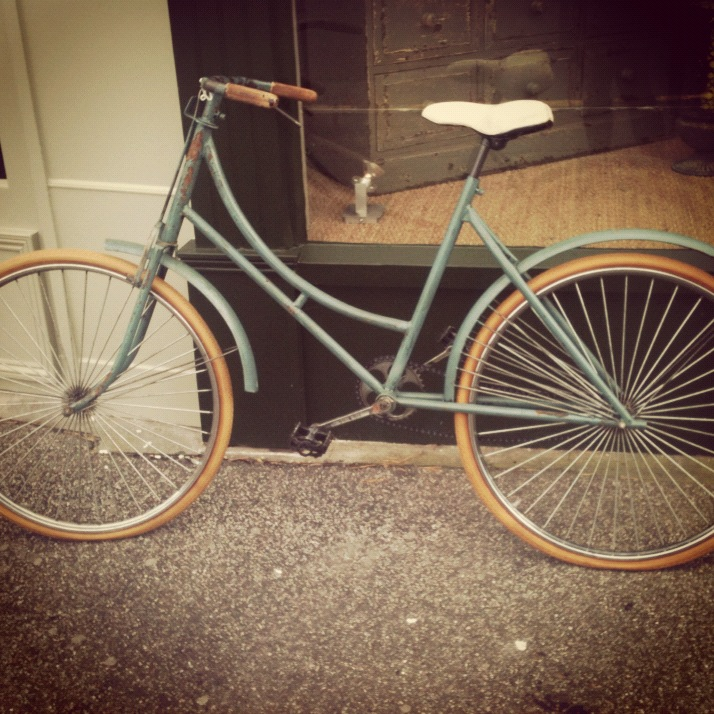 We spotted this lovely vintage bike outside our favourite lunch spot and fell in love #vintage