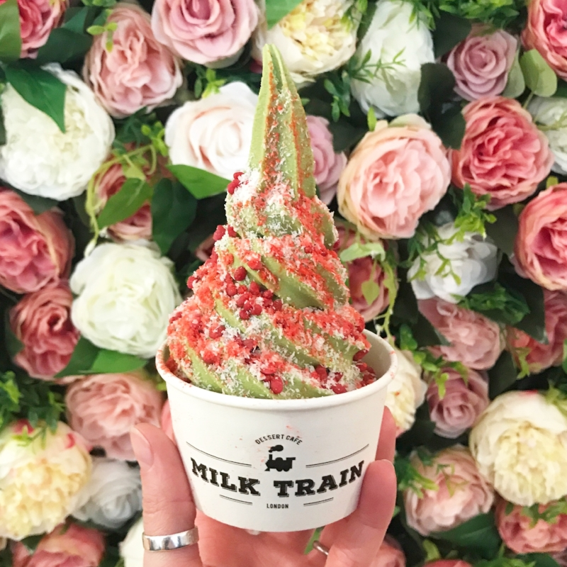 Matcha ice cream with strawberry and coconut - like a dream!