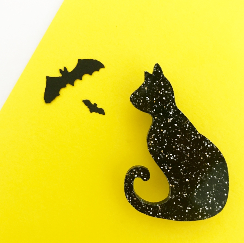 This  Midnight Cat brooch  has a spooky sparkle to it, don't you think?