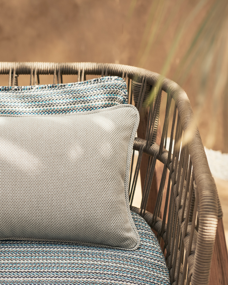 181120_Romo_Shot-31_OutdoorCollection__Chair_&_Parasol_Detail_835.jpg
