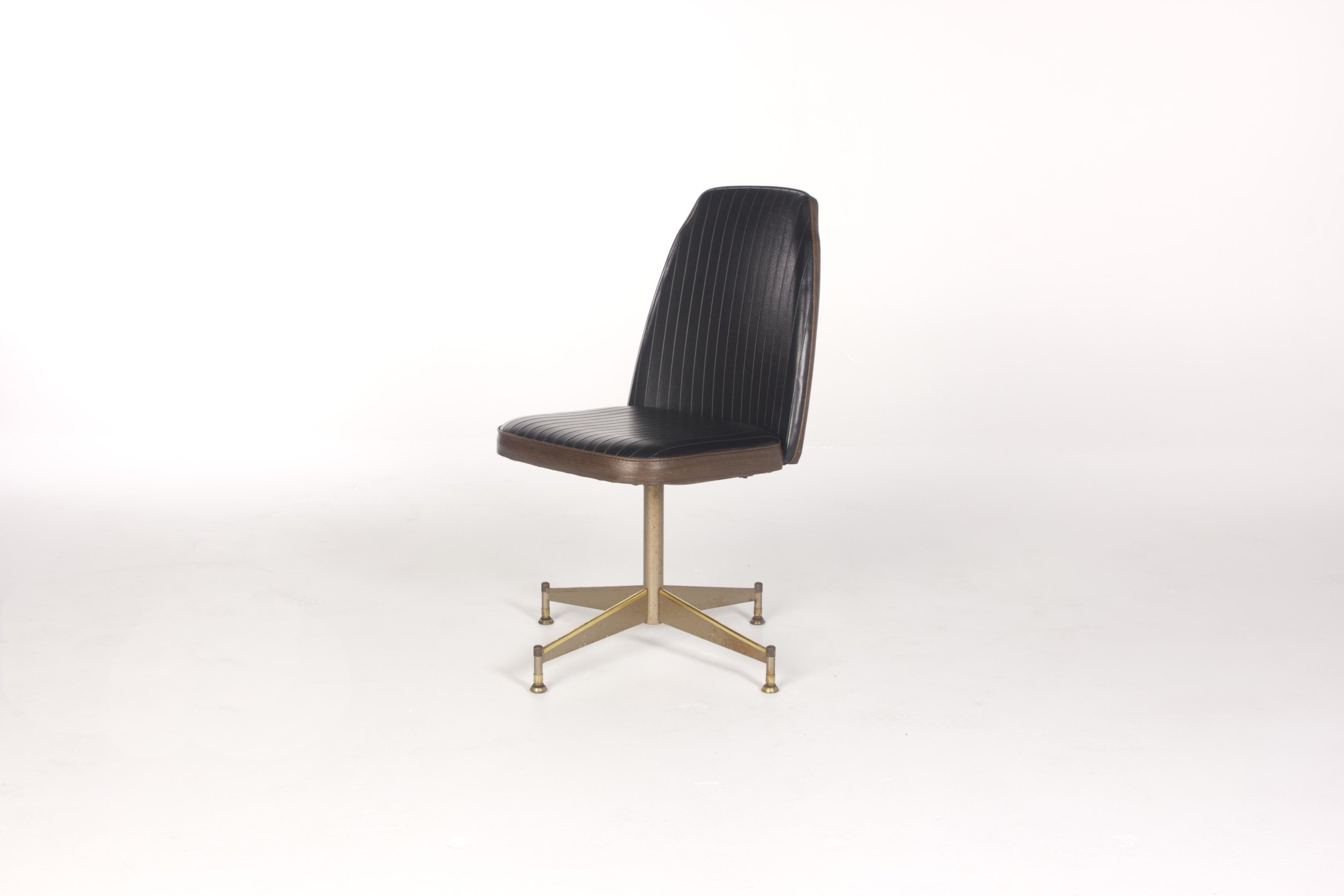 BRODY SWIVEL CHAIR