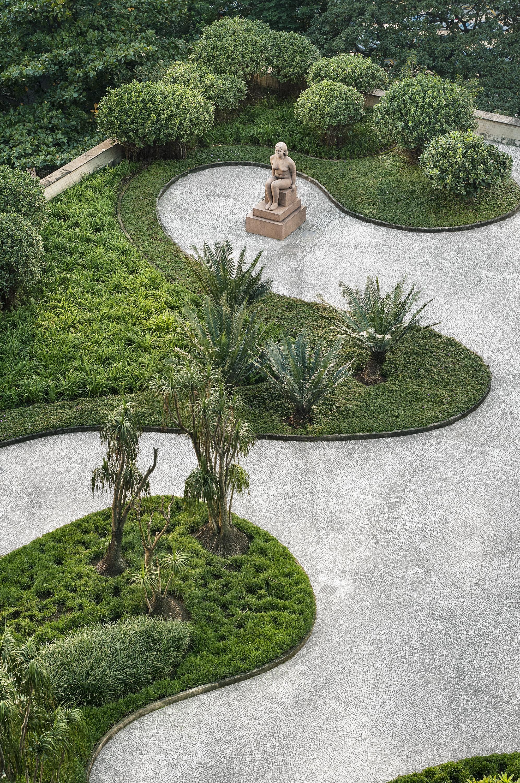 Jardín del Ministerio de la Educación y Salud, diseñado por Roberto Burle Marx, Rio de Janeiro, 1938. Fotografía de Cesar Barreto.
