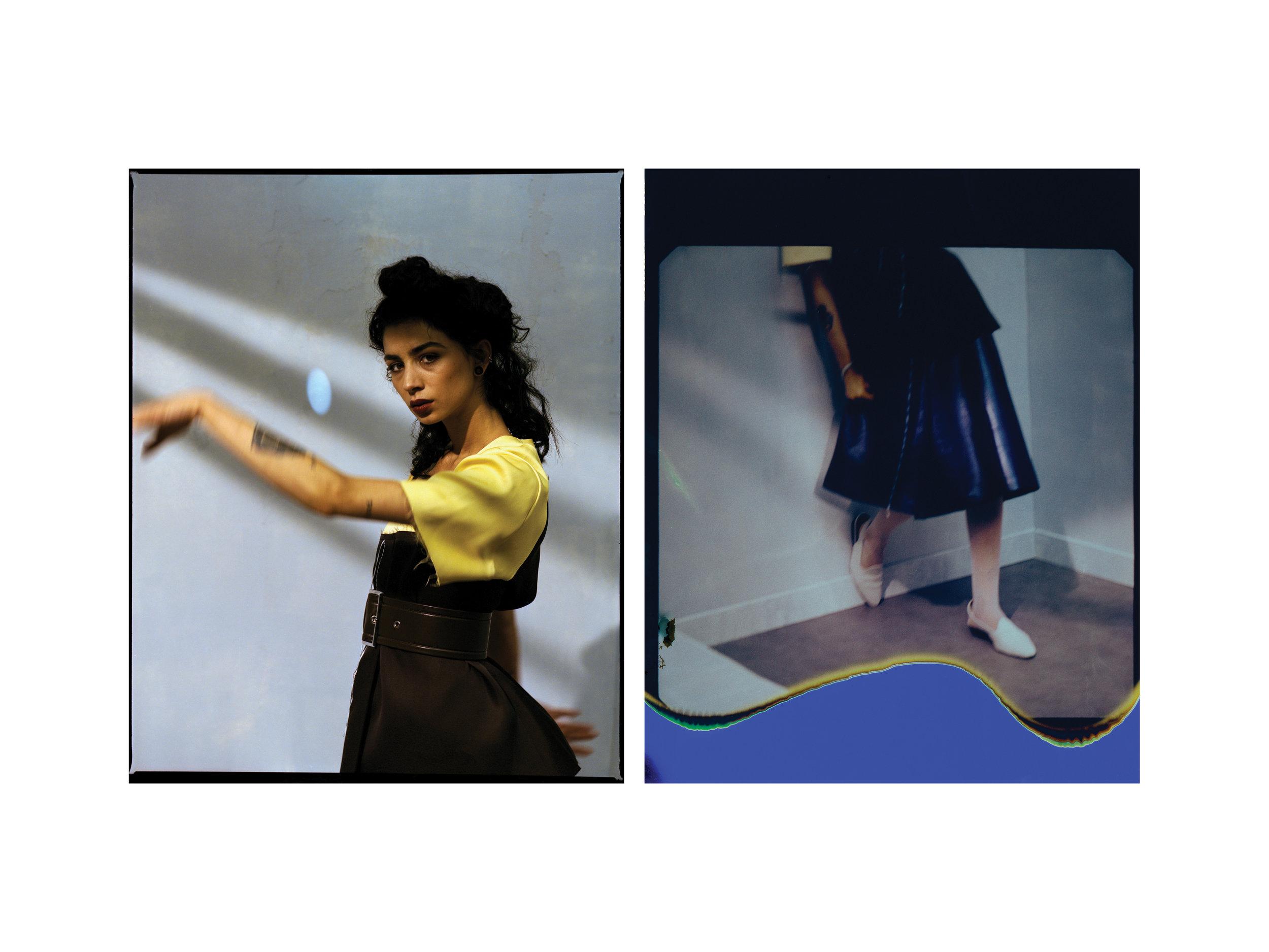 Top, falda y cinturón, todo de  MARNI.  Zapatos de  MISSONI , brazalete de  ARIELLE DE PINTO  y medias de  WOLFORD.