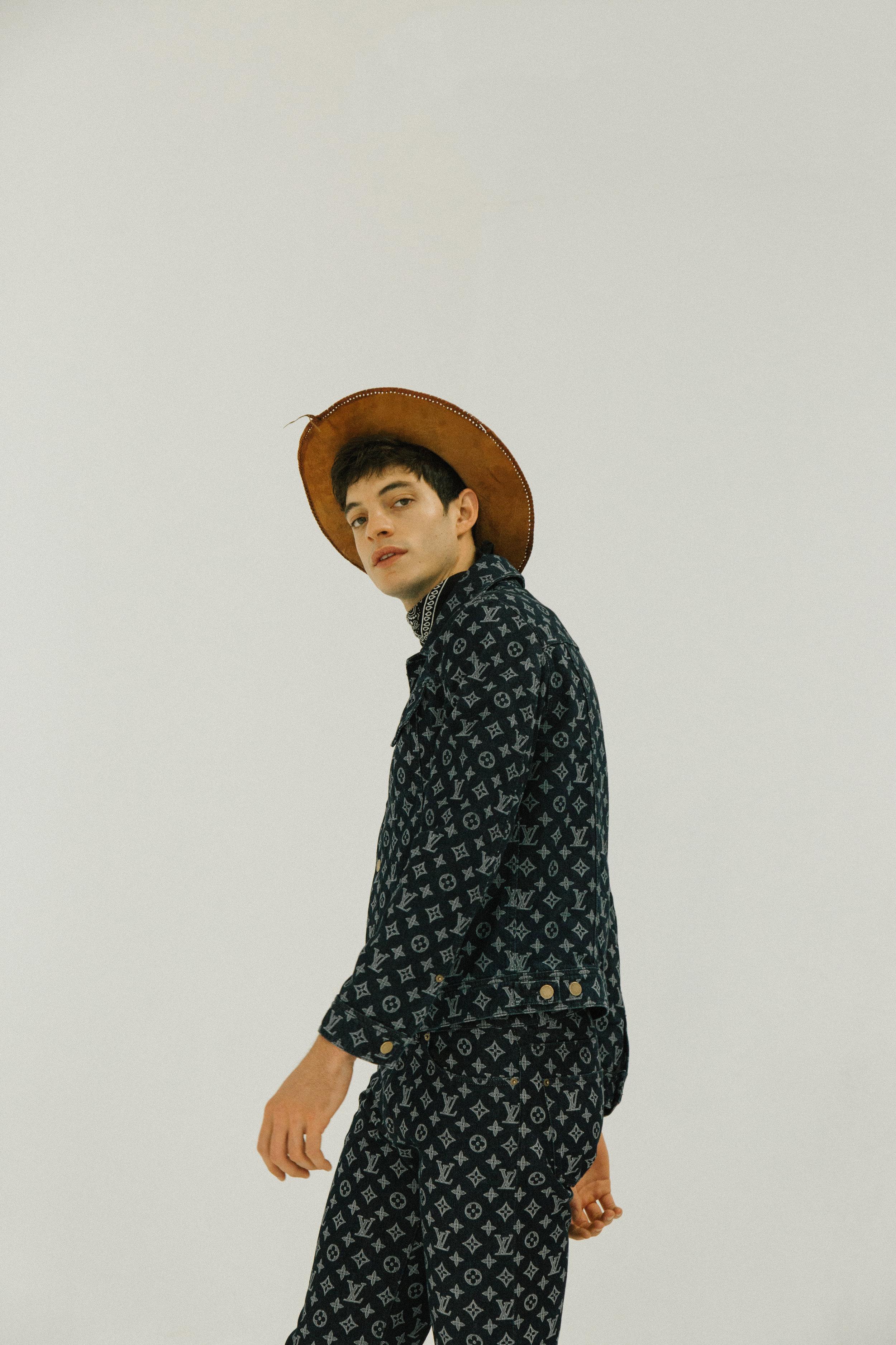 Camisa y pantalón de  LOUIS VUITTON .
