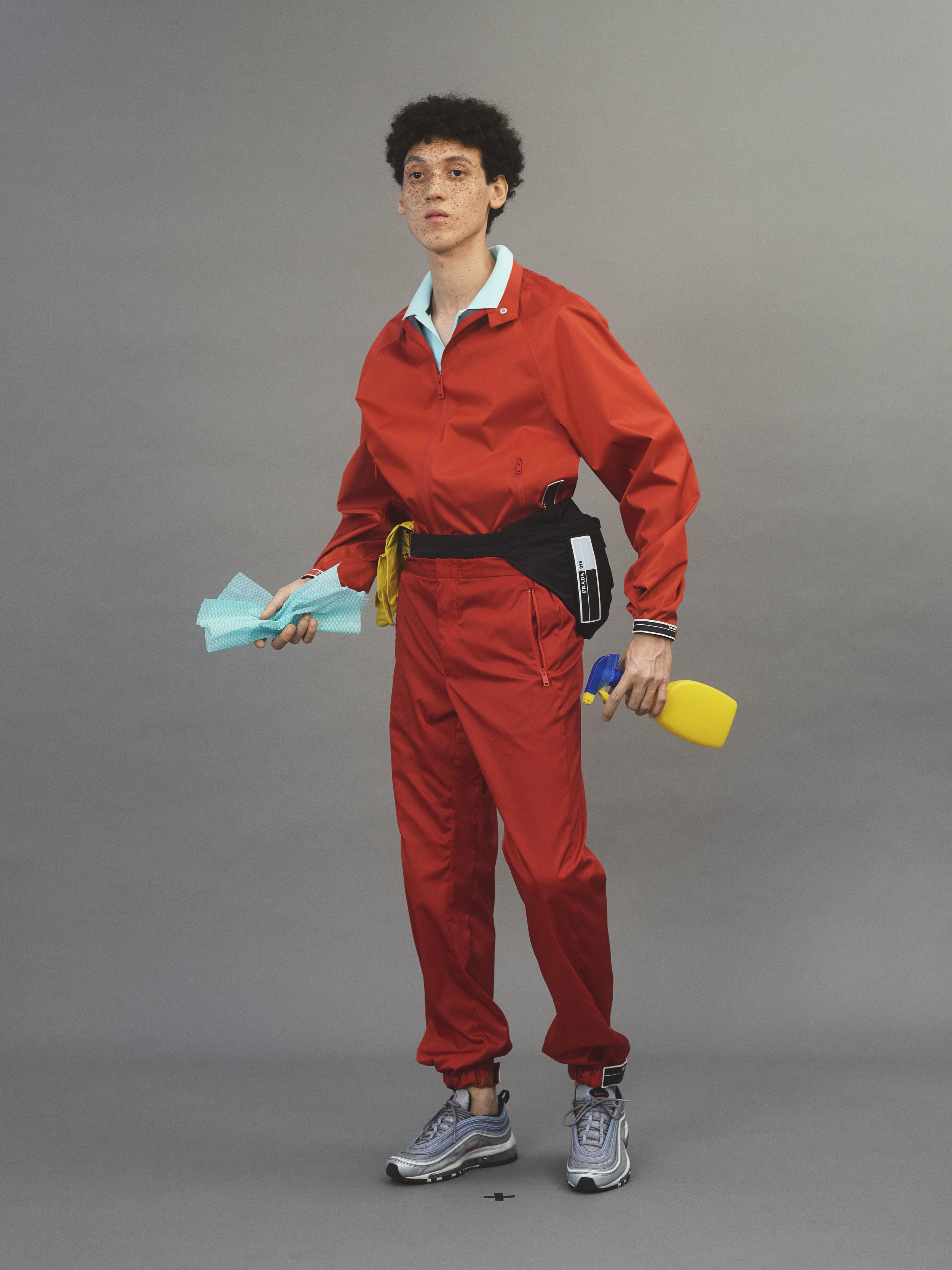Chándal y canguro de  PRADA , camisa de  VILEBREQUIN y zapatillas deportivas de  NIKE .