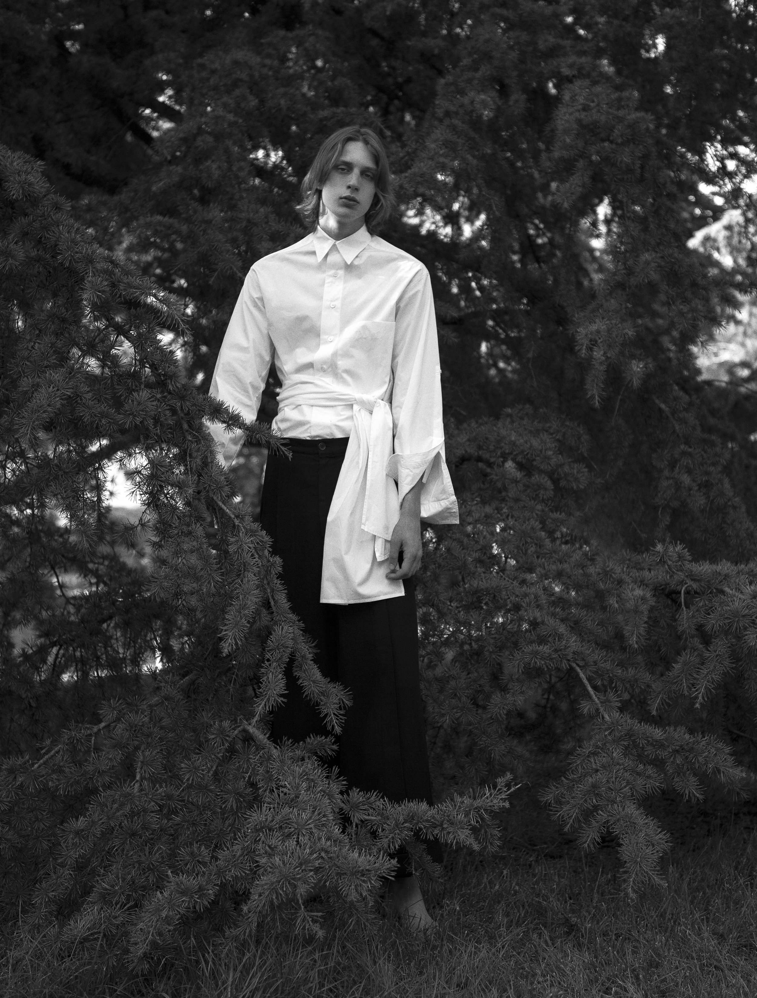 Camisa de  HED MAYNER  y pantalón de  DAMIR DOMA .