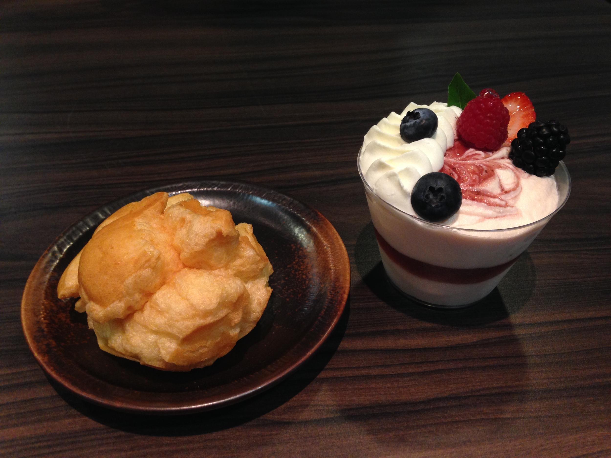 Um dos dias que fomos no Expresso Kazu. Choux Cream e Mousse de Frutas Vermelhas,