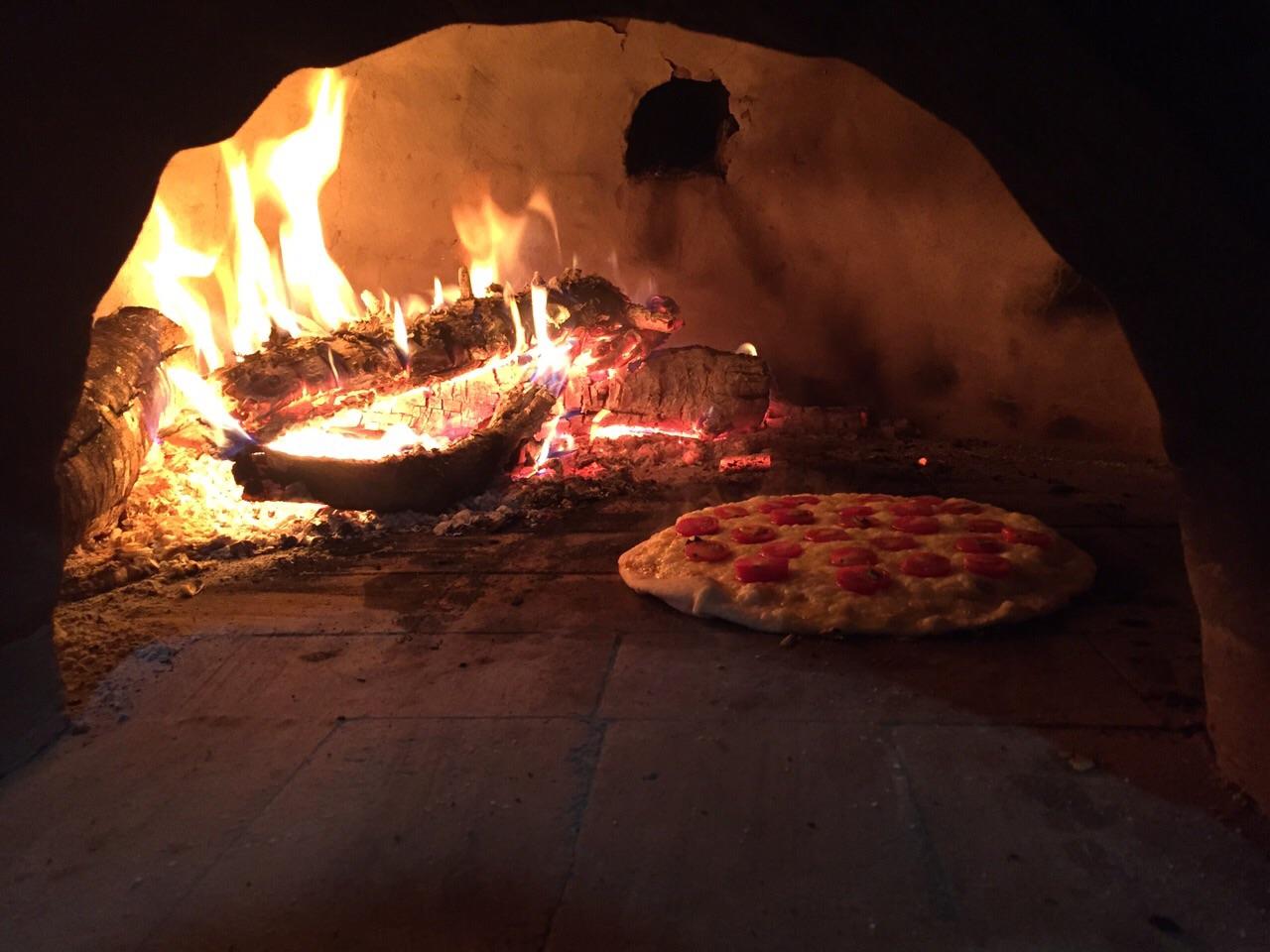 Dá um orgulho de ver sua própria pizza assando! #euquefiz #juntocommeusamigos