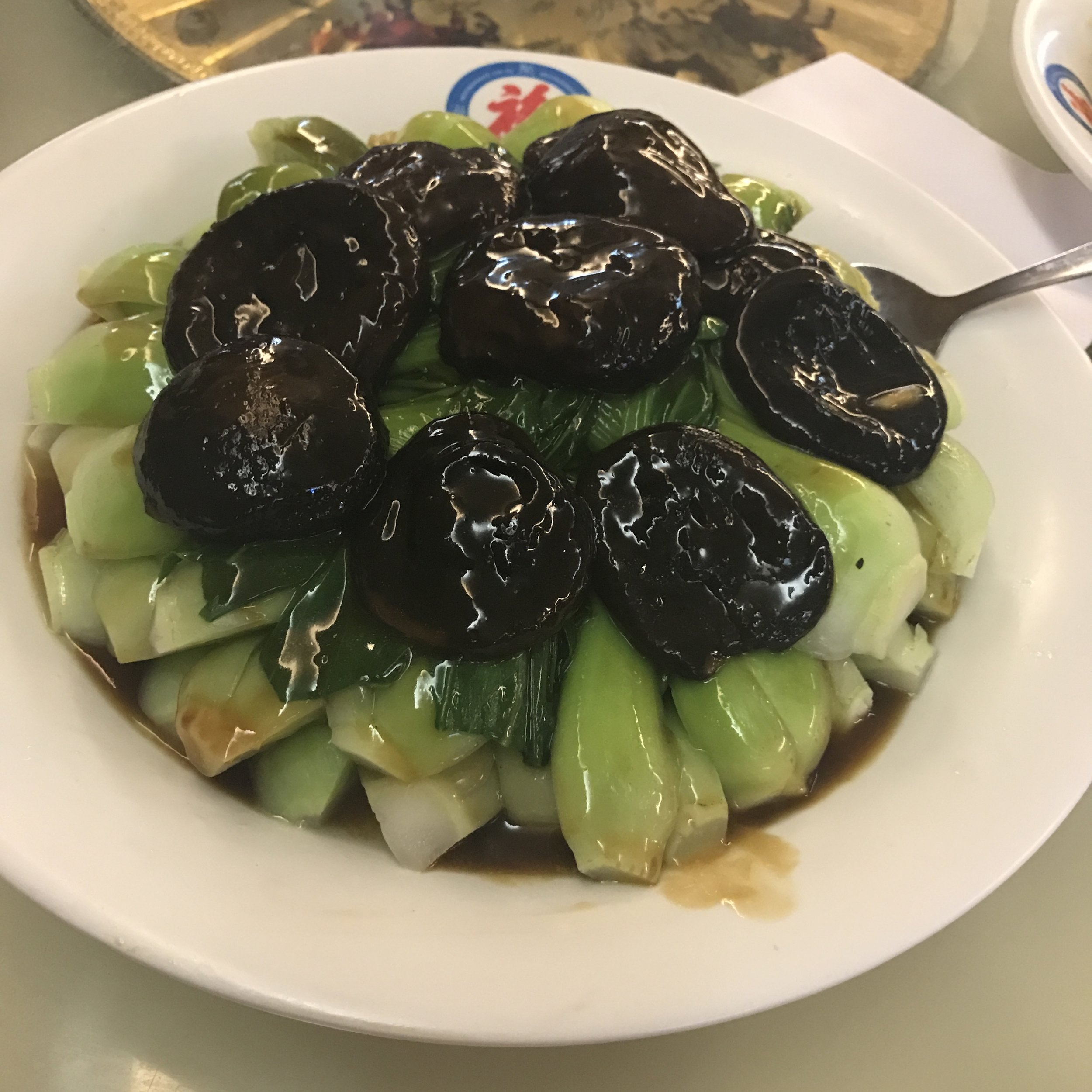 Acelga chinesa com cogumelos.