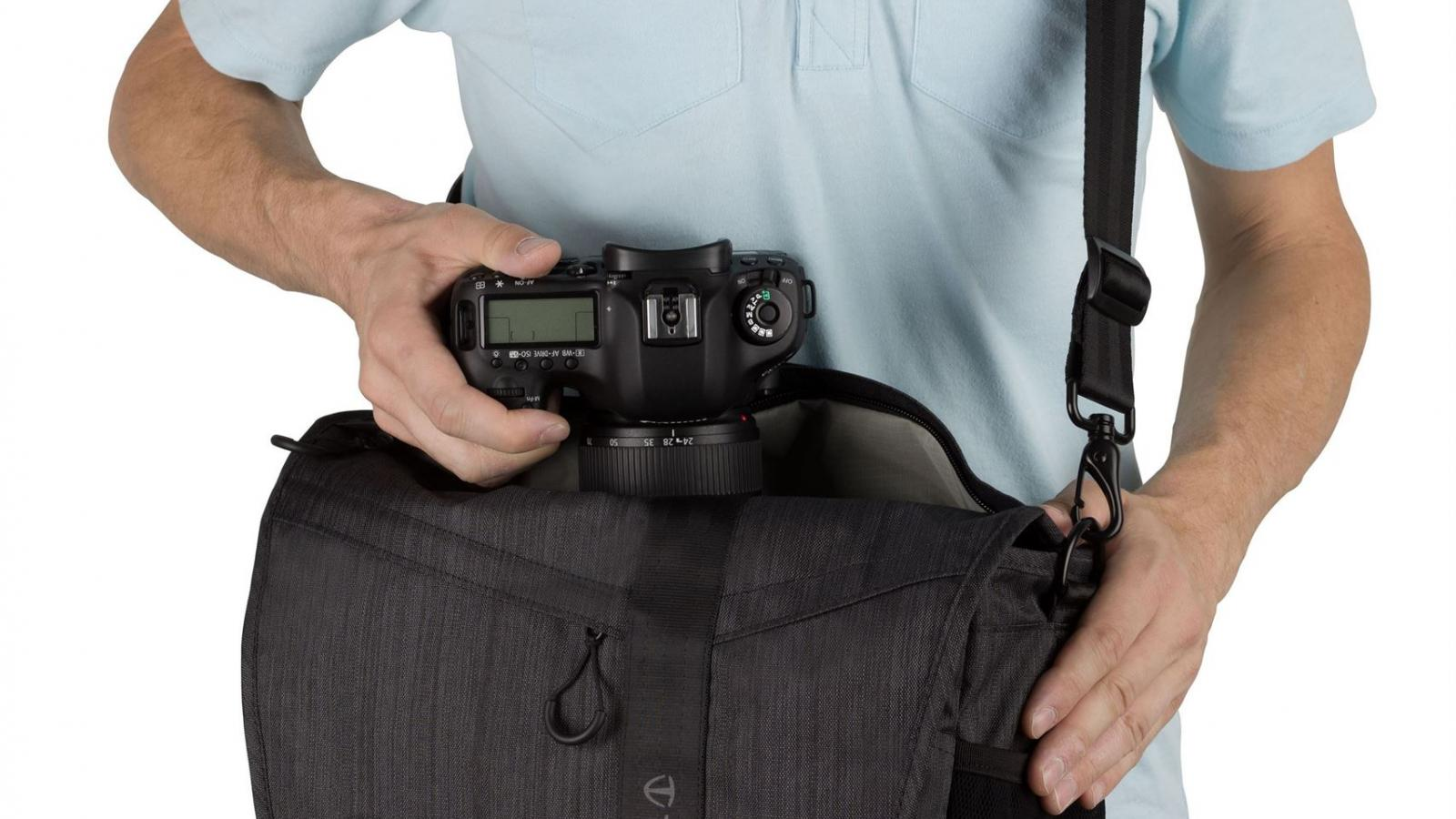 QUICK ACCESS TOP ZIPPER - Allows secure exchange of cameras and lenses without opening the front flap.