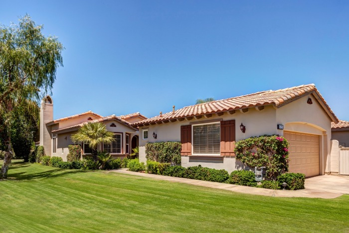 Bright and Perfectly Maintained at Rancho La Quinta, La Quinta