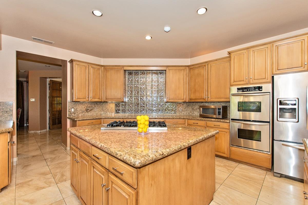 09-Kitchen(1).jpg