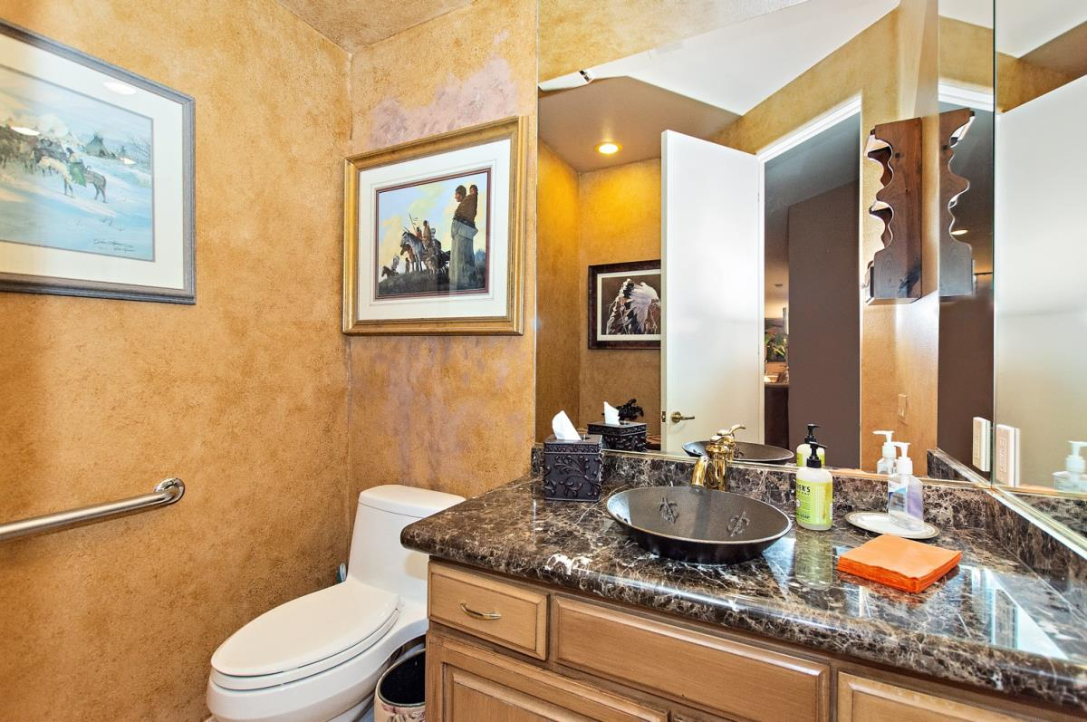 15-Bathroom.jpg