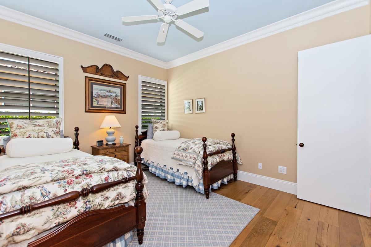 18-Bedroom_1(1).jpg