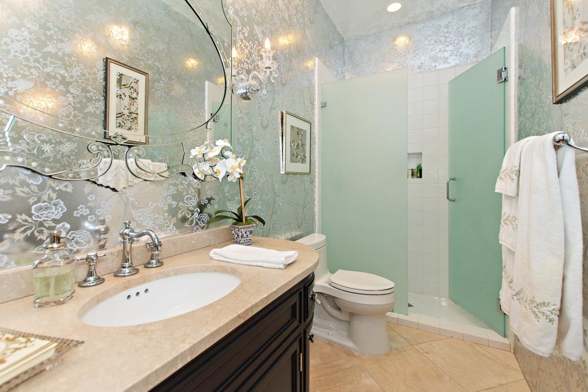 21-Bathroom(1).jpg