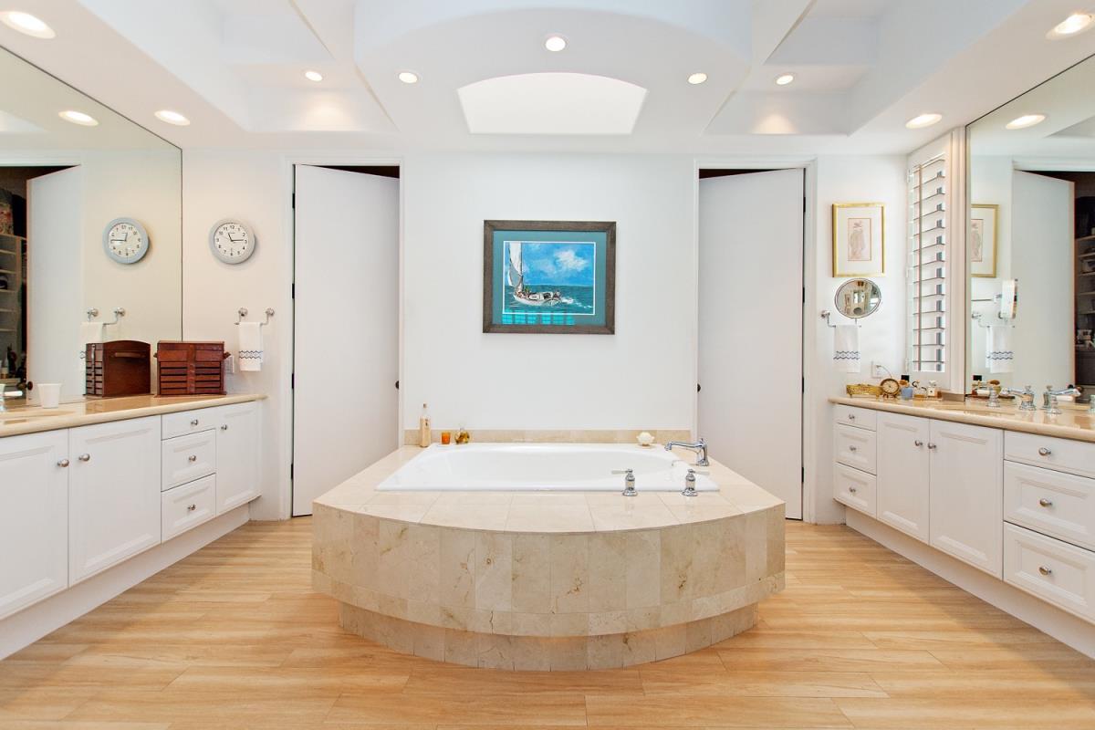 28-Master_Bathroom.jpg