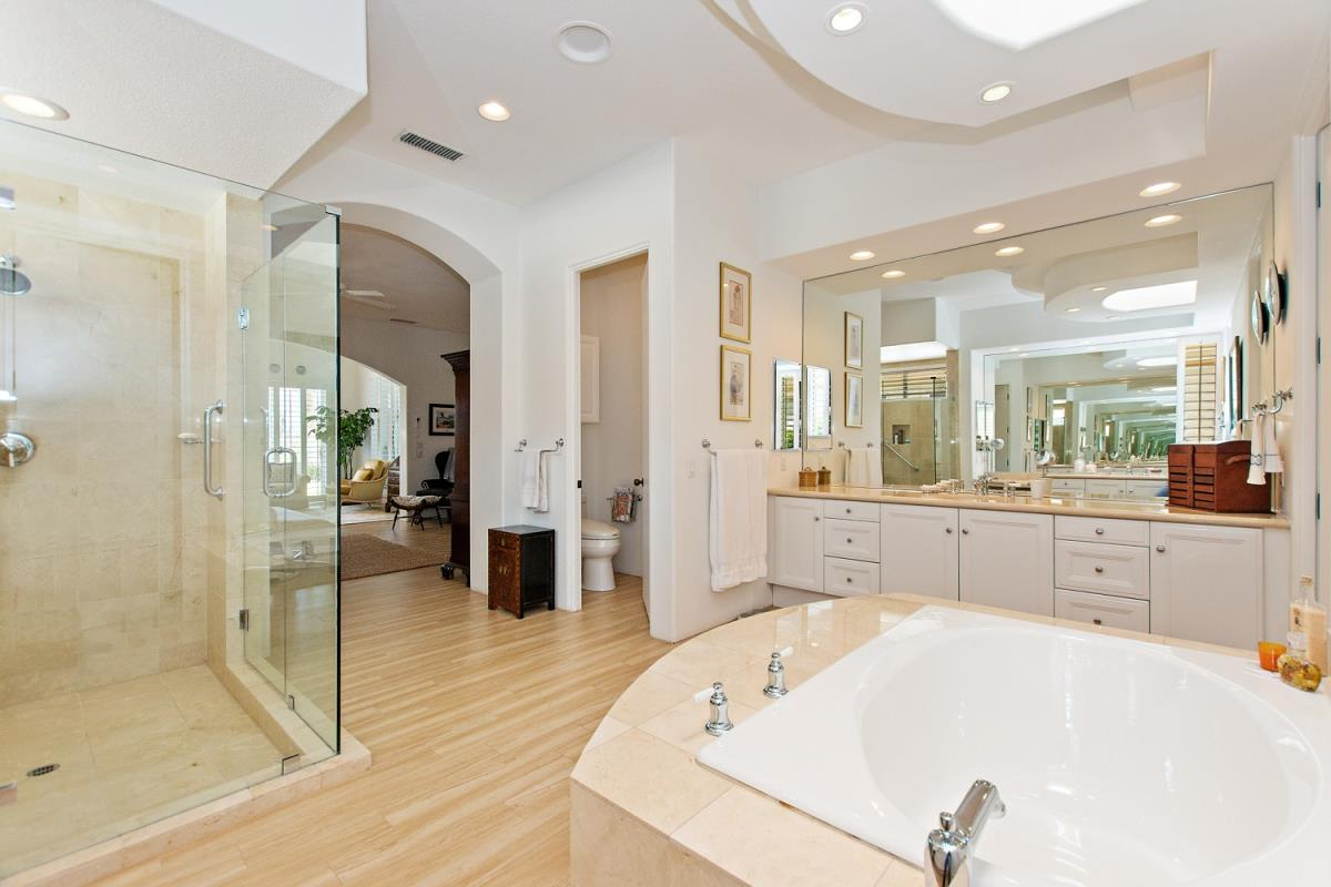 29-Master_Bathroom(1).jpg