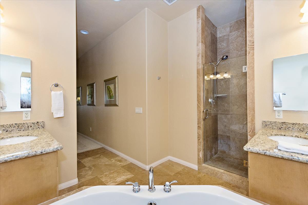 13-Master_Bathroom(1).jpg