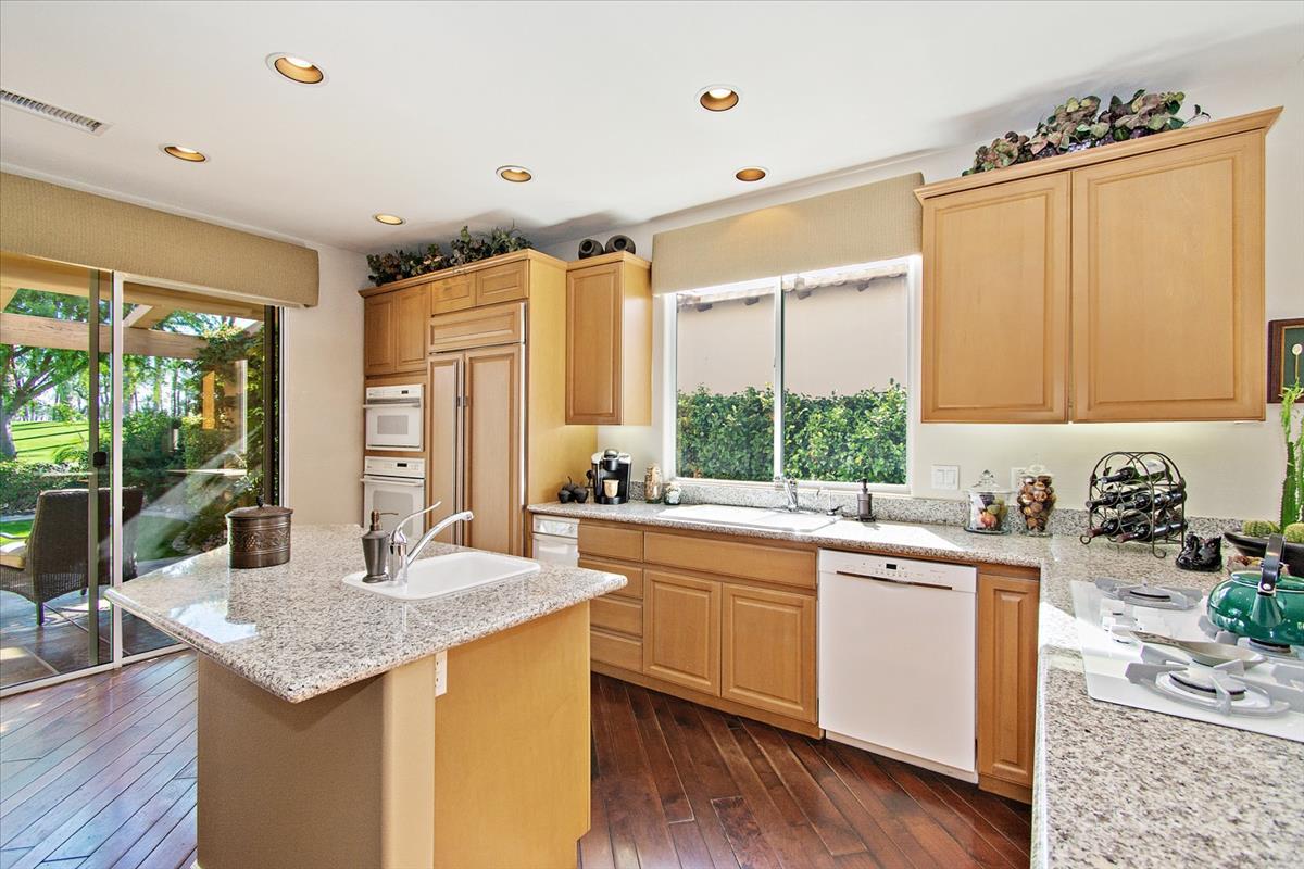 11-Kitchen(3).jpg